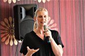 Auch Madeleine Henfling (MdL Bündnis90/Die Grünen Thüringen) dankt den Veranstalter*innen in ihrem Grußwort dafür, dass die diesjährige Konferenz in Erfurt stattfindet sowie den Teilnehmer*innen aus ganz Deutschland und für ihr Kommen und ihre Unterstützung.