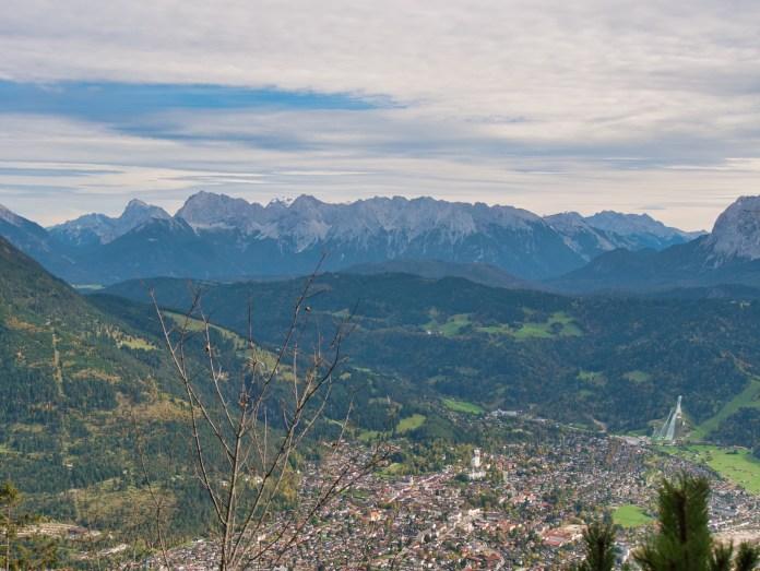 Blick auf Garmisch-Partenkirchen / Kramerspitz