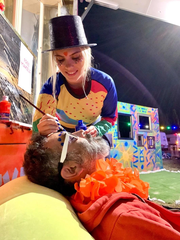 makeup, free art, facial art, Nathalia Bassegio, blond girl, makeup girl, colorful jerseys, skydiving event, burning spring