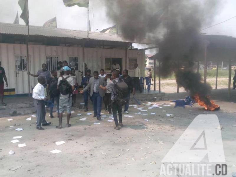 Affrontements militants pro-Tshisekedi # pro-Kabila en RDcongo: Quand 2 coépouses se crêpent le chignon devant un mari affaibli