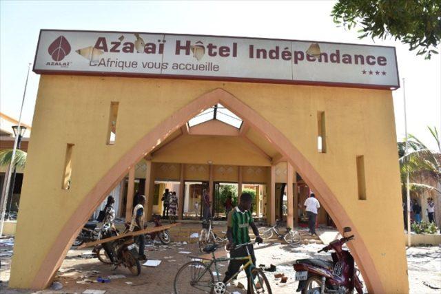 An V Insurrection populaire: Les ex-travailleurs de l'hôtel Azalaï broient du noir