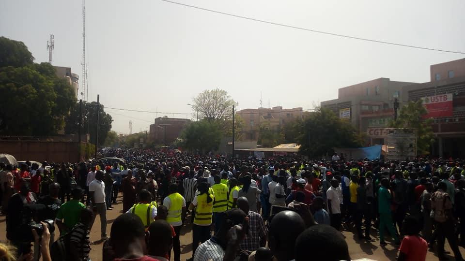 Suppression de l'IUTS: Des milliers de travailleurs ont battu le pavé