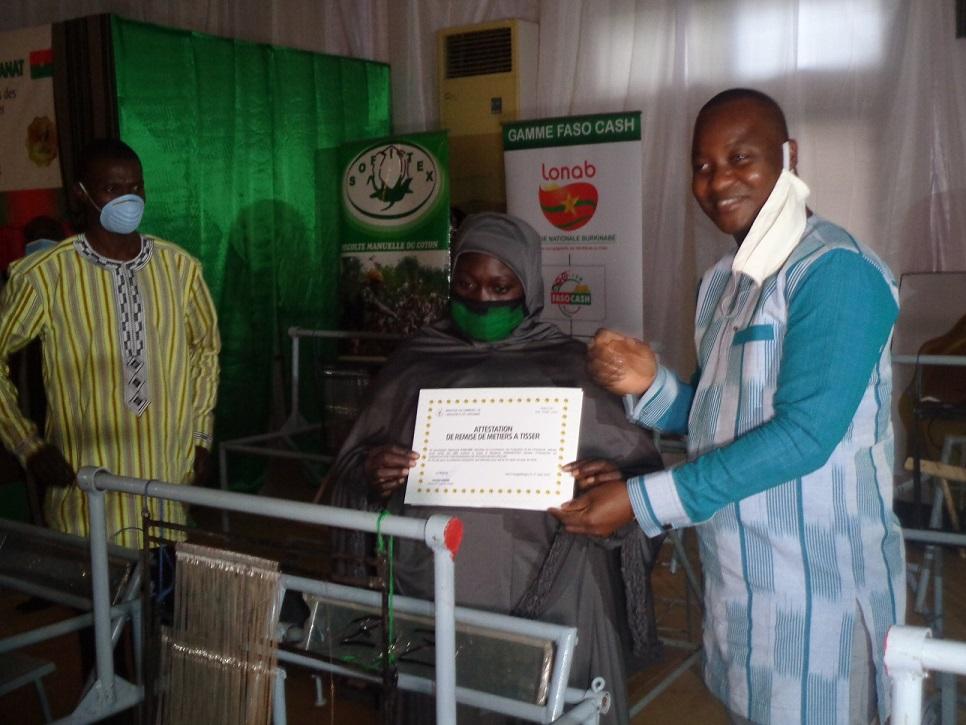 Ministère en charge de l'Artisanat: 176 associations bénéficient de 1420 métiers à tisser