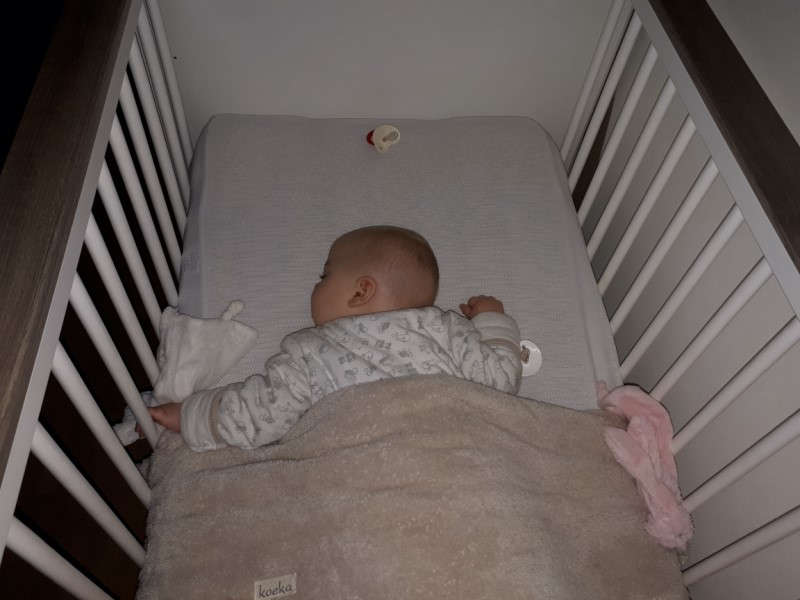 baby 's nachts wakker