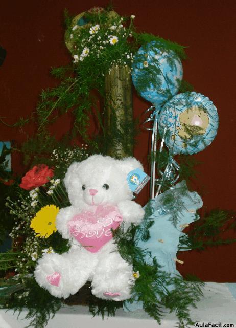 Composicin floral con peluche para babyshower  Arreglos
