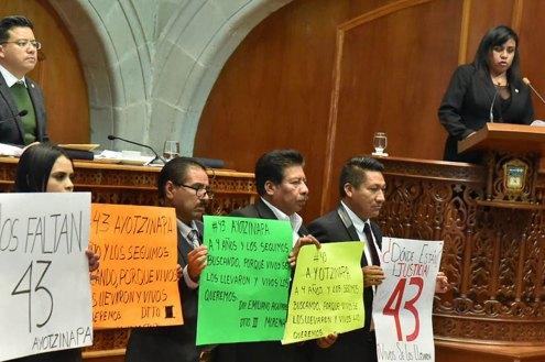 Exige-morena-en-la-60-legislatura-justicia-por-los-43-estudiantes-de-Ayotzinapa-desaparecidos-1