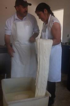 Produce empresa familiar queso de forma artesanal en Aculco 2