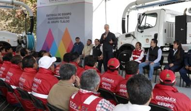 Entrega Alfredo del Mazo equipo para reducir riesgos de inundaciones en temporada de lluvias 7