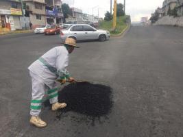 Intensifican trabajos de bacheo en Toluca
