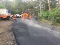 Repara junta de caminos vialidades en región de Valle de Bravo