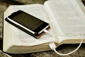 Read more about the article Enquête (podcast) n°2 : Qui a créé la Bible ?