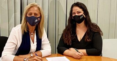Firma del acuerdo entre Vox Bormujos y PP
