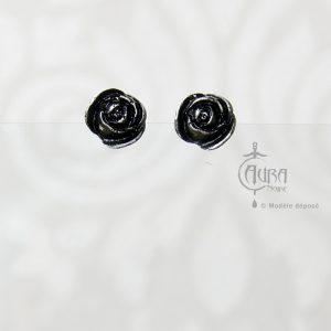 Boucles d'oreilles gothique fleur Seih noire en résine - face