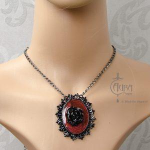 Collier gothique Lestat fleur rouge et noir - face