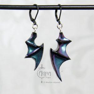 Boucles d'oreilles ailes chauve souris occulte - gothique seih - noir irisé - face
