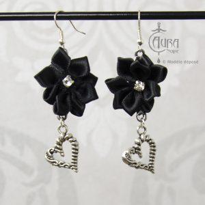 Boucles d'oreilles gothique fleur en tissu Murmur - noir face