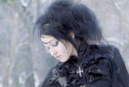 Maquillage gothique chic et sobre - Aura Noire