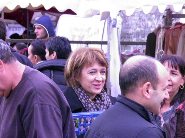 Samedi 15 février 2014, Véronique MIQUELLY et son équipe Auriol Ensemble, ont distribué sur le marché d'Auriol le programme de la liste Auriol Ensemble. Les Auriolais et Auriolaises ont acceuilli accueilli le programme de manière très positive