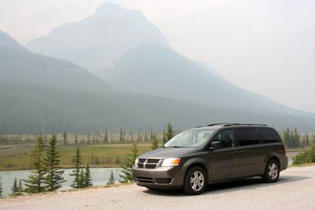 Dodge Gran Caravan 2010 lungo la Icefield Parkway