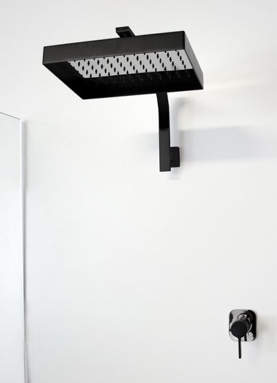 Jamie.J Martini Shower Black 402x600