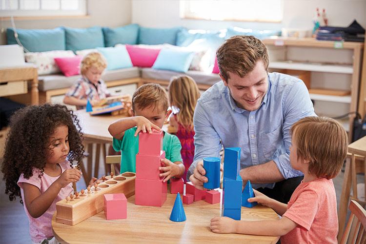 Berufliche Schule Paula Fuerst der FAWZ gGmbH_Ausbildung Erzieher_Montessori-Paedagogik_Arbeit mit den Kindern