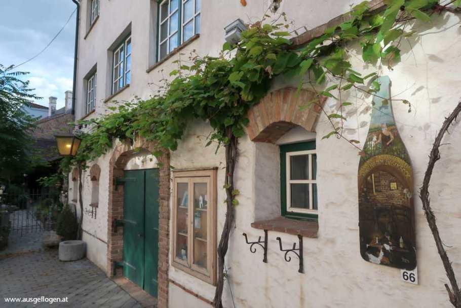 Ausflug nach POYSDORF: rund um die schönste Kellergasse des Weinviertels
