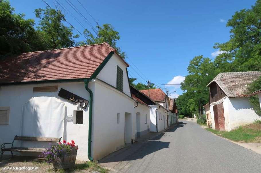 Hadres längste Kellergasse Pulkautal Weinviertel