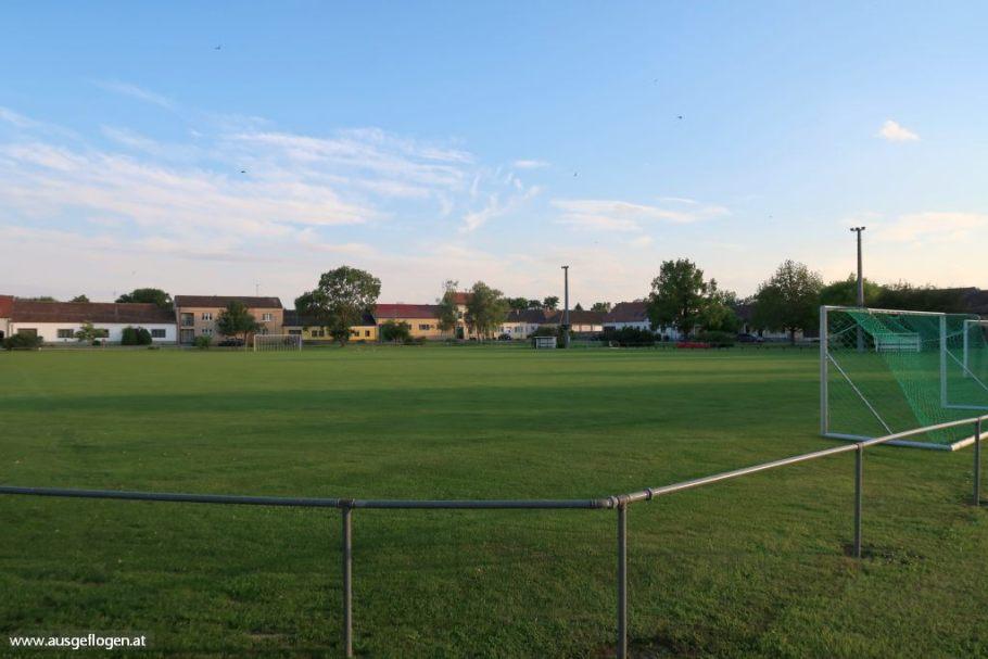 Hanfthal Rundanger Fußballplatz