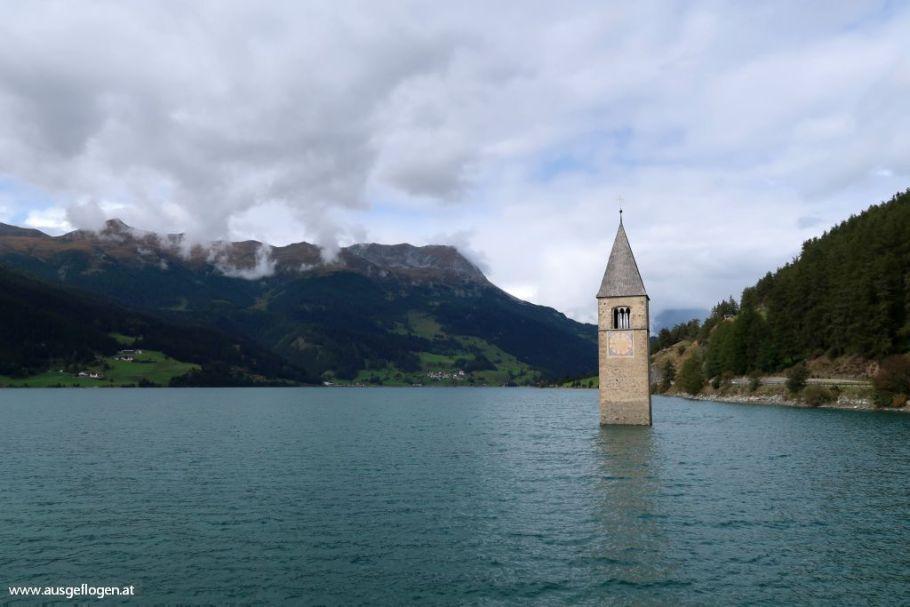 Kirchturm im Reschensee Graun im Vinschgau