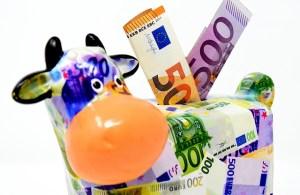 Was muss man beim Vergleich von Geldtransfers ins Ausland beachten?