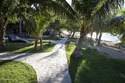 Gehweg im Mantaray Island Resort