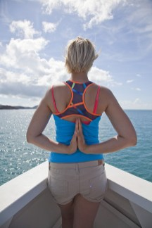 Yoga-Posa am Weg in die Whitsundays