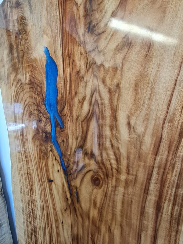 Resin table top - aussie camphor