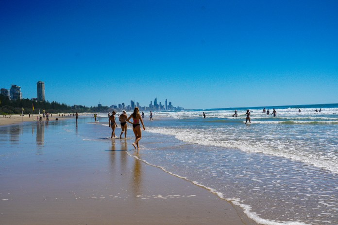 What do Aussies love about Australia?