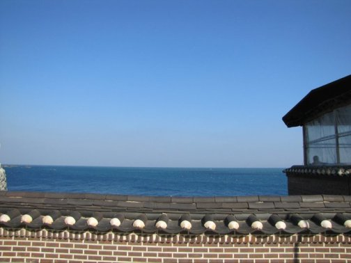 The wall and the ocean beyond