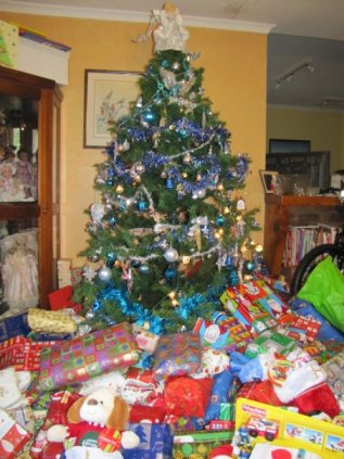 A tree surrounded by Christmas presents