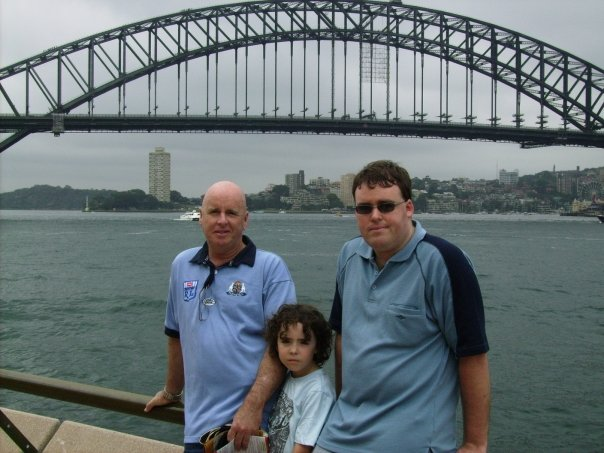 family photo harbour bridge