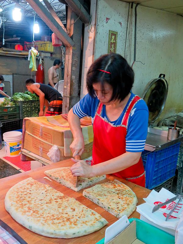 taipei food tour thousand layer scallion bread