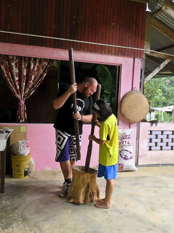 grinding rice kiulu farm stay