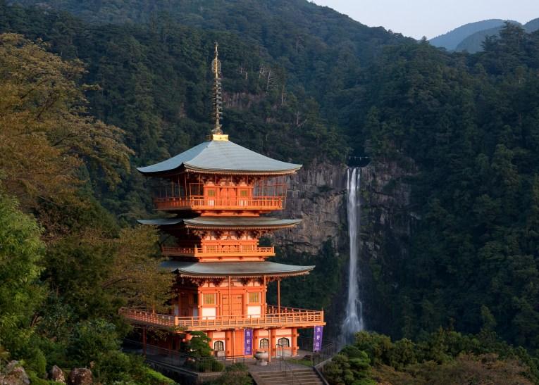 pagoda nachi falls kumano kodo