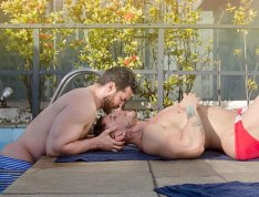speedocouplekissing