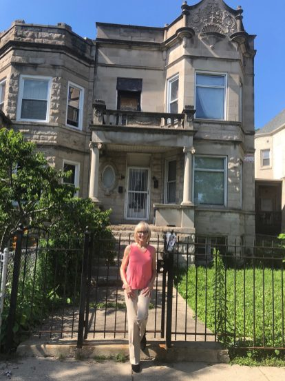 RETURNING TO ROOTS: Author Linda Gartz in front of the home in West Garfield Park where she grew up. | IGOR STUDENKOV/Contributor