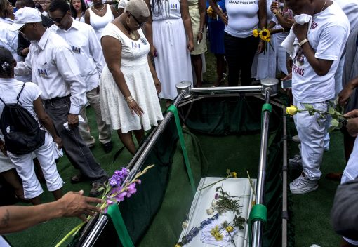 Shante Needham, the older sister of Sandra Bland, and other mourners are dressed in all white for their last goodbye at a Willow Springs grave site on July 15. | WILLIAM CAMARGO/Staff Photographer
