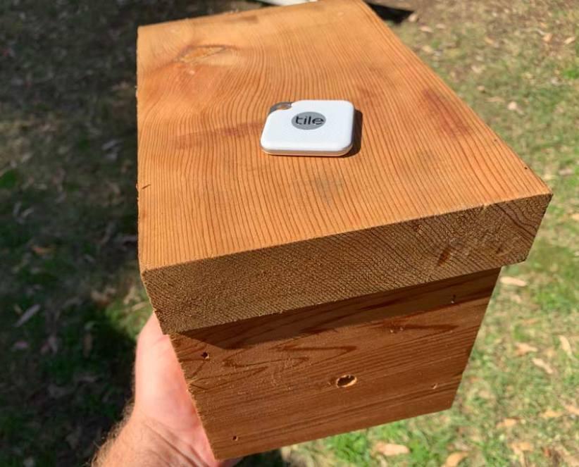 Bluetooth tracker on beehive