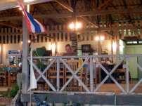 ein Restaurant am Strand auf Koh Sukorn