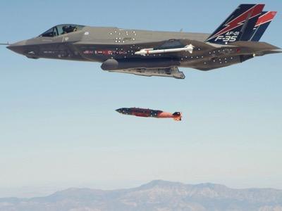 « L'art de la guerre » Bouquet avec bombe nucléaire en provenance des USA