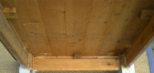 grande et robuste table ancienne de ferme plateau bois naturel pieds peints