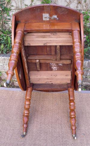 Magnifique table ronde ancienne a volets avec 2 allonges