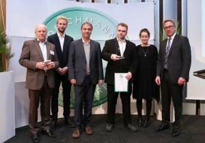 Delighted winners: auticon founder Dirk Müller-Remus plus team with the economic journalist Michael Jungblut and award initiator Heinrich Otto Deichmann. Photo: Deichmann Förderpreis