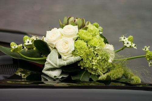 Besonderer Autoschmuck frs Hochzeitsauto  Hochzeit Auto Aufkleber Blumen und Schmuck